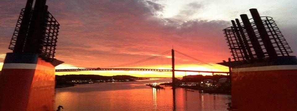 Solnedgång över Älvsborgsbron och hamninloppet - tagen från Stenas Kielfärja