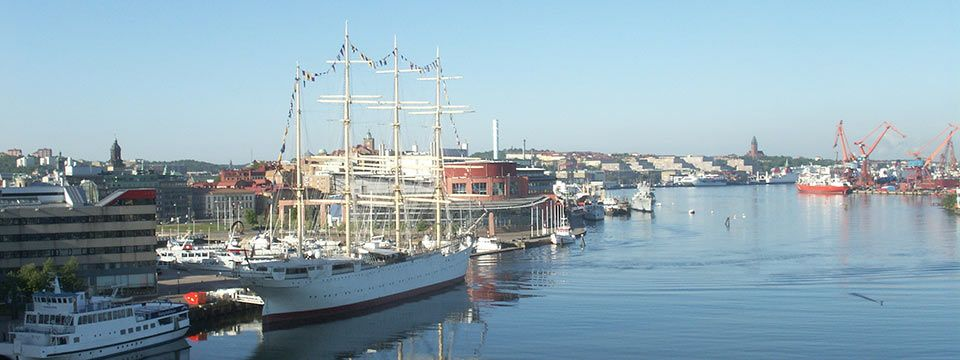 Barken Viking byggd i Danmark. Seglade en gång i tiden mellan Australien och England med spannmål. Idag hotell och restaurang.